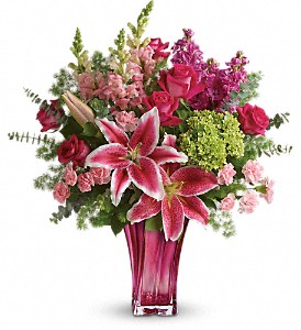 Teleflora's Steal The Spotlight Bouquet in Woodbridge NJ, Floral Expressions