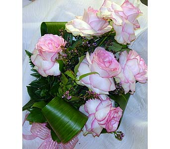 Bayview's Signature Rose Bouquet in Massapequa Park NY, Bayview Florist & Montage  1-800-800-7304