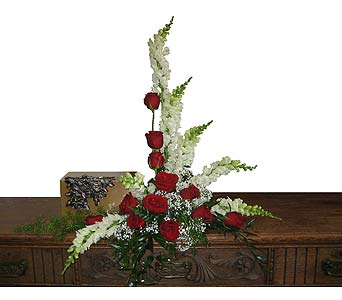 Red Rose Arrangement in Wyoming MI, Wyoming Stuyvesant Floral