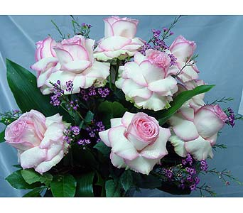 Bayview's Signature Roses Valentine's Day in Massapequa Park NY, Bayview Florist & Montage  1-800-800-7304