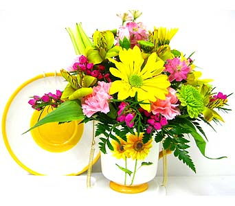 FF88 Assorted Cup & Saucer Bouquets in Oklahoma City OK, Array of Flowers & Gifts