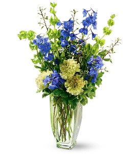 Teleflora's Emerald Isle Bouquet in Midlothian VA, Flowers Make Scents-Midlothian Virginia