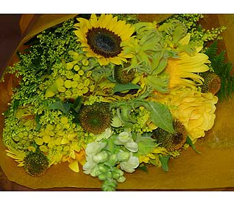 Yellows in Massapequa Park NY, Bayview Florist & Montage  1-800-800-7304