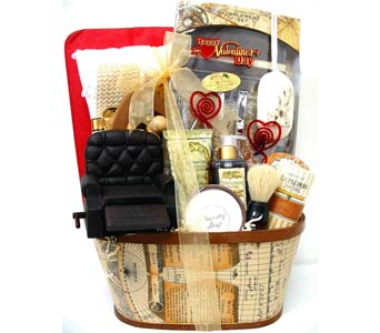 VGB319 ''Ultimate Getaway'' Men's Bath & Body Bask in Oklahoma City OK, Array of Flowers & Gifts