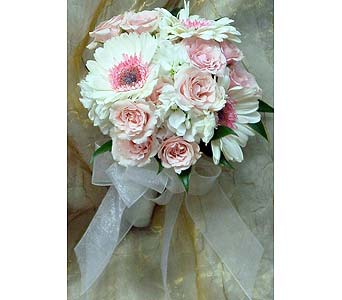 Pink Roses and Gerber Daisies in Massapequa Park NY, Bayview Florist & Montage  1-800-800-7304