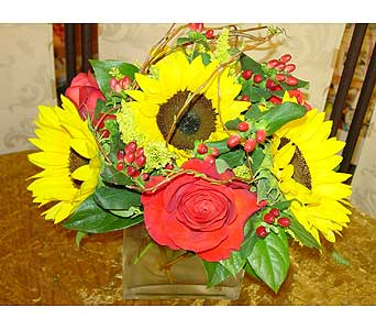 Sunny D in Massapequa Park NY, Bayview Florist & Montage  1-800-800-7304