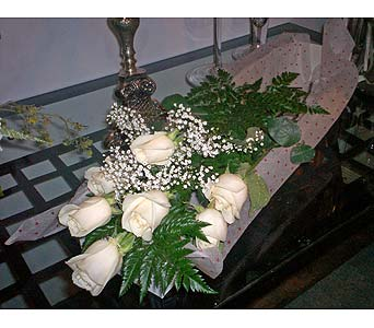 7 White Roses in Markham ON, Freshland Flowers