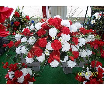 Saddle with Vase Arrangements in Dry Ridge KY, Ivy Leaf Florist