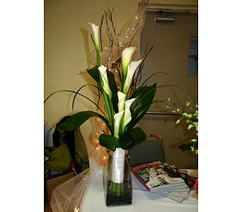 Lindsey�s Calla Lily BouquetPlease call for more info 888-279-7845 in Manotick ON, Manotick Florists