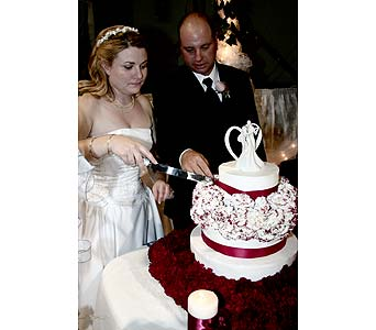 Wedding cake flowersPlease call for more info 888-279-7845 in Manotick ON, Manotick Florists