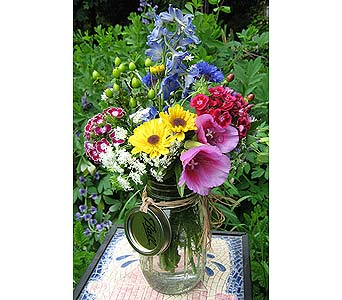 FARM FRESH BOUQUET ARRANGEMENT in New Paltz NY, The Colonial Flower Shop