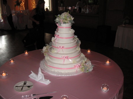 Cake Flowers in Garden Pinks in Waukegan IL, Larsen Florist