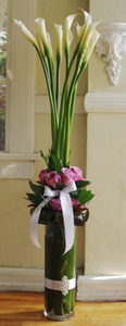 Elegant Calla Lilies With Rose Cuff in Los Angeles CA, Century City Flower Mart
