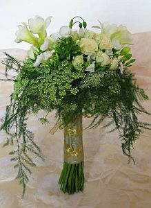 Queen Ann Lace and Roses in Guelph ON, Patti's Flower Boutique