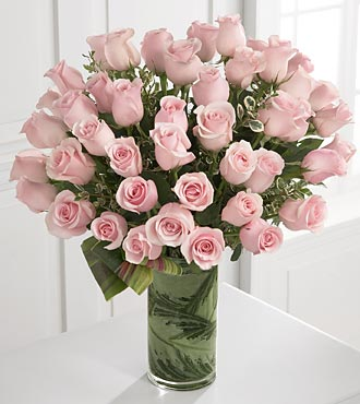 Delighted Luxury Rose Bouquet in Chicago IL, Yera's Lake View Florist
