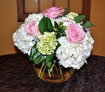 Hydrenga & Pink Roses in Massapequa Park NY, Bayview Florist & Montage  1-800-800-7304
