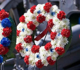 Red And White Wreath in Blue Springs MO, Village Gardens