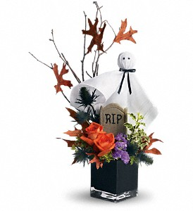 Teleflora's Ghostly Gardens in Williston ND, Country Floral