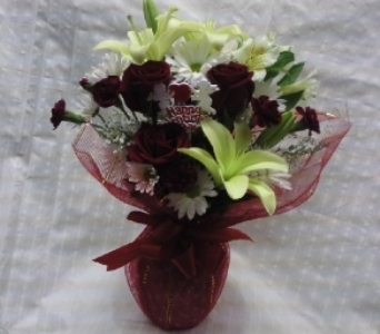 BELLMORES VALENTINES HUGS in Bellmore NY, Petite Florist
