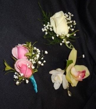 Boutonnieres in Utica NY, Chester's Flower Shop And Greenhouses