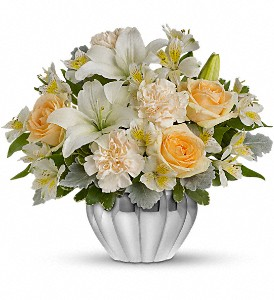Teleflora's Kiss Me Softly in Austintown OH, Crystal Vase Florist