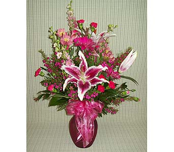 Pink �N Pretty in Lemoore CA, Ramblin' Rose Florist