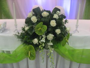 Head Table in Greens and Ivory in Guelph ON, Patti's Flower Boutique
