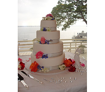 WEDDING CAKE in Manhasset NY, Town & Country Flowers