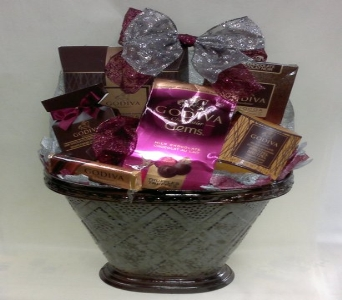 Gourmet Basket - Small in Toronto ON, Simply Flowers