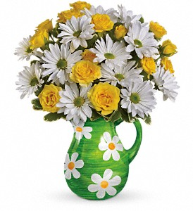 Teleflora's Happy Daisies Bouquet in Chicago IL, Yera's Lake View Florist