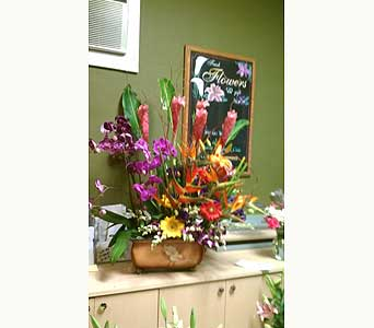 Spring-Arrangement in Woodland Hills CA, Abbey's Flower Garden