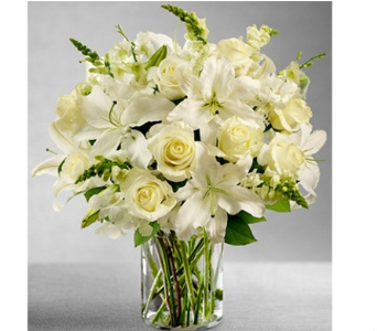 Classic All-White Arrangement dans Watertown CT, Agnew Florist
