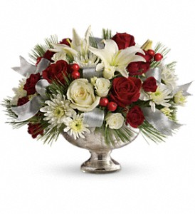 Teleflora's Season's Finest Centerpiece in Gaithersburg MD, Flowers World Wide Floral Designs Magellans