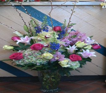 BOUNTYFUL VASE BOUQUET in Bellmore NY, Petite Florist