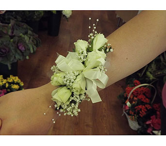 WHITE ROSE WRISTLET in Manhasset NY, Town & Country Flowers