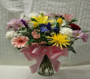 MOTHERS DAY FLOWERS 4 in Bellmore NY, Petite Florist