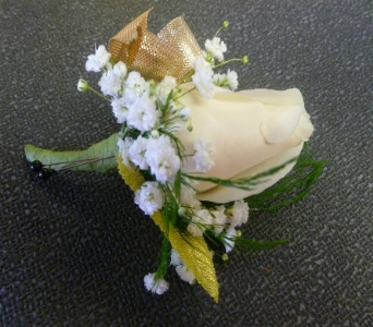 Boutonniere 1 in Frankfort IL, The Flower Cottage