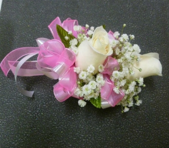 Wrist Corsage 12 in Frankfort IL, The Flower Cottage