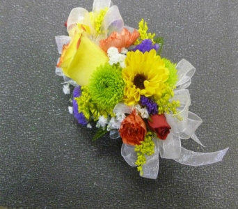 Wrist Corsage 13 in Frankfort IL, The Flower Cottage