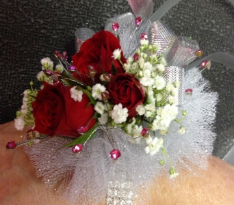 Wrist Corsage 16 in Frankfort IL, The Flower Cottage