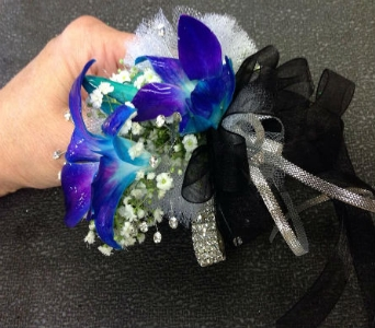 Wrist Corsage 17 in Frankfort IL, The Flower Cottage