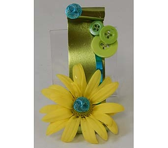Yellow Daisy Boutonniere on Flat Wire in Bloomington IL, Forget Me Not Flowers