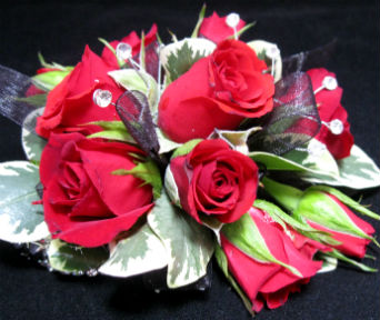 Red Spray Rose  in Farmington CT, Haworth's Flowers & Gifts, LLC.