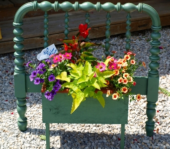 Bedframe_FlowerBox in Oakland City IN, Sue's Flowers & Gifts