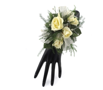 5 Sweetheart Rose Wrist Corsage in Southfield MI, Thrifty Florist