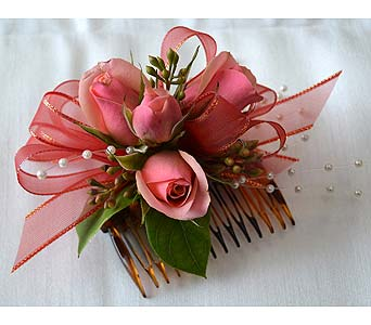 Pretty in Peach Hair Comb in Dearborn Heights MI, English Gardens Florist
