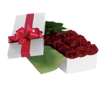 Dozen Roses Boxed in Orleans ON, Crown Floral Boutique
