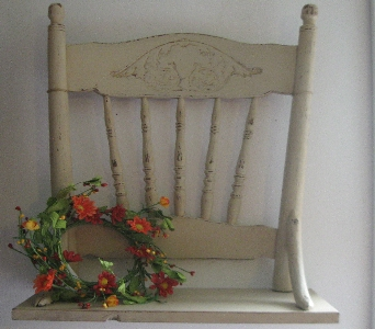 Chair shelf in Oakland City IN, Sue's Flowers & Gifts