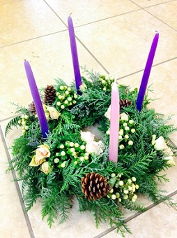 Advent wreath in Laramie WY, Fresh Flower Fantasy
