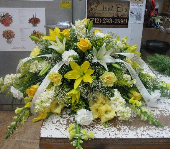 Yellow Roses and Lilies in Atlantic IA, Aunt B's Floral